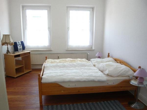 shh immobilien miete kiel s dfriedhof shh immobilien altbauwohnung mit balkon und. Black Bedroom Furniture Sets. Home Design Ideas